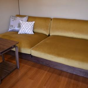 綺麗な張地のソファー